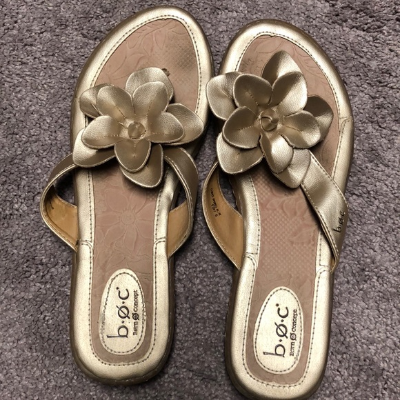 3b63d07e4 b.o.c. Shoes - Euc Born BOC gold flower flip flops size 9